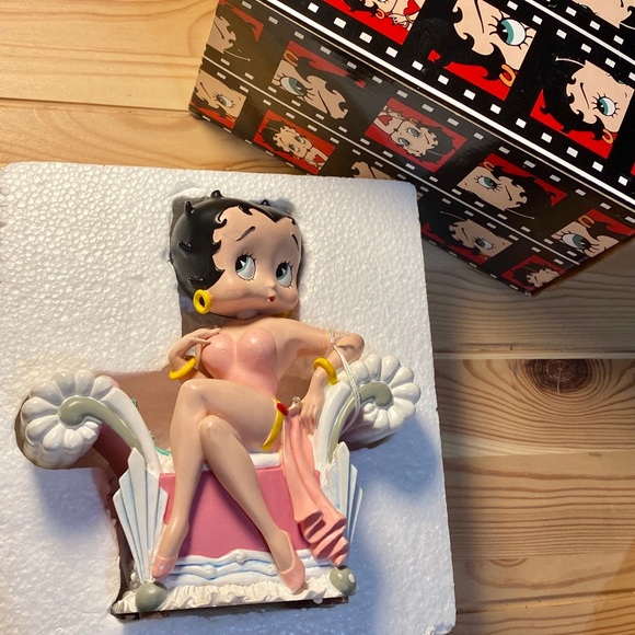 NEW BETTY BOOP SPECIAL EDITION MUSICAL MOVING BOX